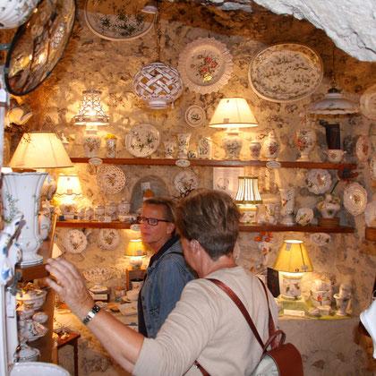 Bild: in einem Fayenceladen in Moustiers-Sainte-Marie