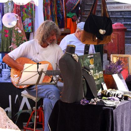 Bild: Musikant in Saint-Saturnin-lés-Apt