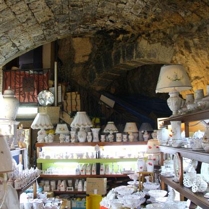 Bild: Fayenceladen in Moustiers-Sainte-Marie