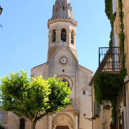 Bild: Kirche Saint-Etienne mit achteckigem Kirchturm in Saint-Saturnin-lés-Apt