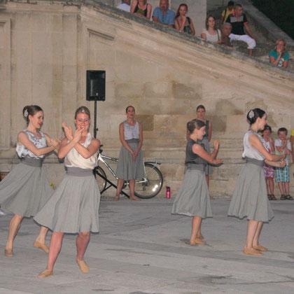 Bild: Theatergruppe am Papstpalast Avignon zur Festspielzeit