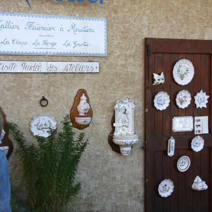 Bild: Fayencen in Moustiers-Sainte-Marie