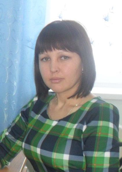 Заместитель директора по УВР -Искужина Гульюзум Закиевна, образование высшее-СиБГУ-2011, стаж работы-7 лет, котегория -нет
