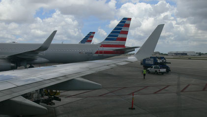View over the wing with winglet to an A321 of American Airlines