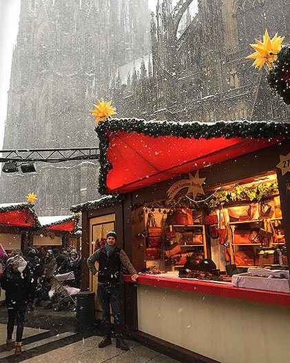 Pablo Hahn auf dem Weihnachtsmarkt am Kölner Dom