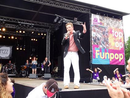 Tobias rabelink op het podium van Funpop 2016