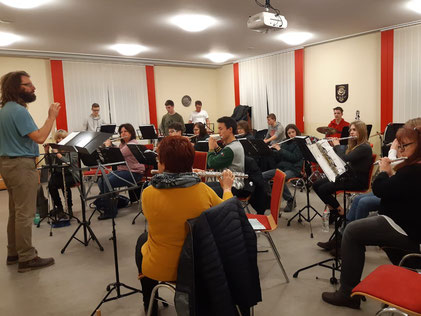 Das Flötenorchester der Freiwilligen Feuerwehr Eine lädt zum Konzert in die Mehrzweckhalle ein und probt seit Wochen fleißig dafür.