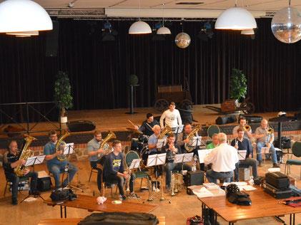 Der Posaunenchor Deinsen spielt eine musikalische Vielfalt, die von Polka und Märschen bis hin zu Filmmusik reicht.