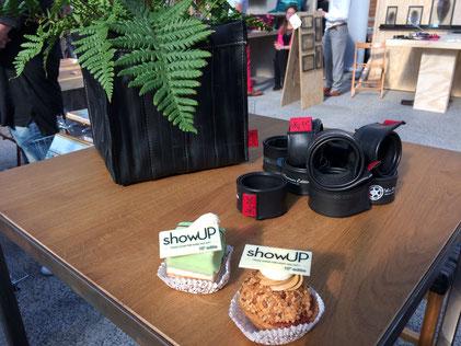 Nicht nur Süßes gab es auf der Showup in der Nähe von Amsterdam. Auch Nachhaltiges aus Fahrradschlauch wurden präsentiert. Foto: Stef Fauser