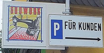 Kundenparkplatz im Hof