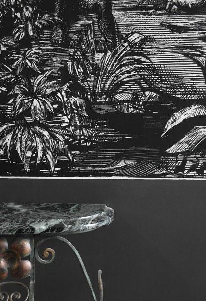 détail papier peint Cole & Son et console marbre