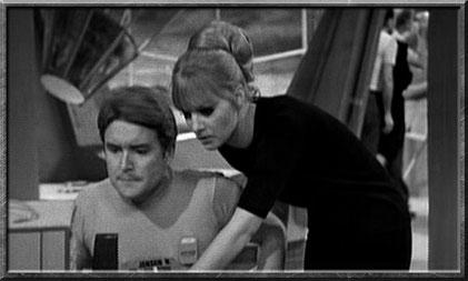 Polly in der Episode The Moonbase