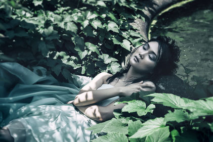 Fashion photography, a sleeping bride by Monica Monimix Antonelli