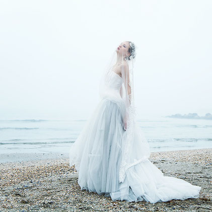 Fashion photography, a bride in front of the sea by Monica Monimix Antonelli