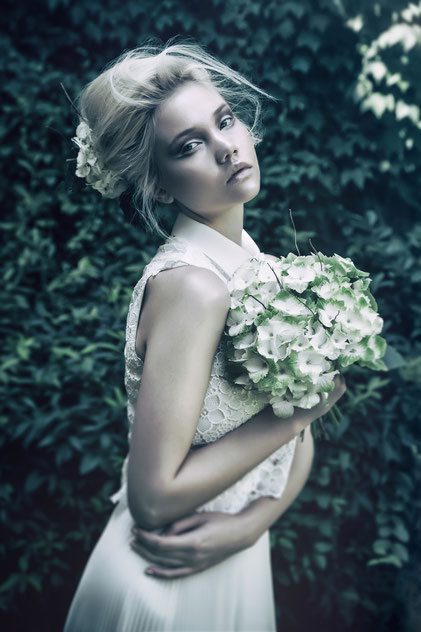 Fashion photography and bride's flower bouquet by Monica Monimix Antonelli