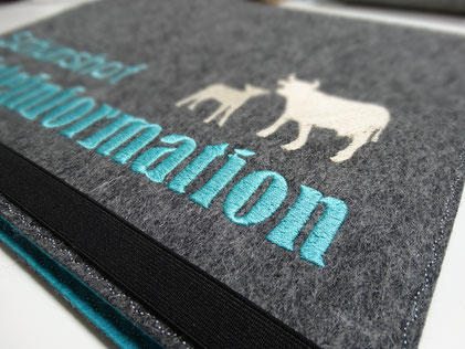 Gästemappe Infomappe Gästeinformation Ordner Filz Logo personalisierbar Gastronomie Hotel Pension Ferienwohnung