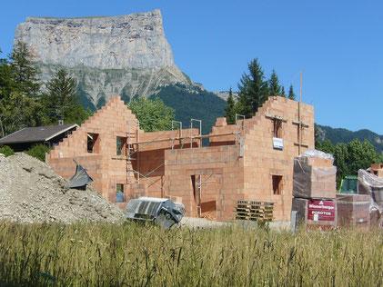 Travaux en cours maison bioclimatique en montagne