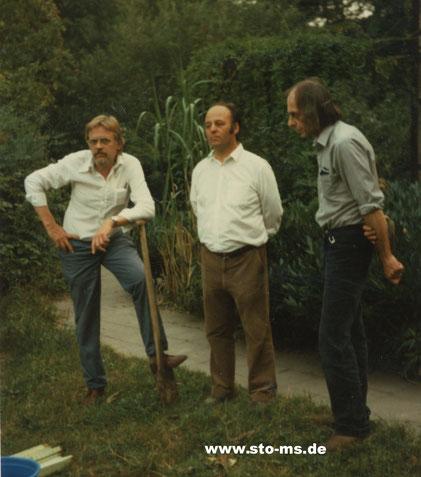 Von Links: Der Macher Jürgen Röttger, der Denker Lothar Weldert, der Künstler Joachim von Appen bei der Ernte fürs Sonnenblumenfest
