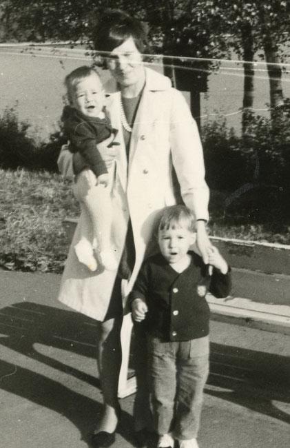 Martin mit Mutter und älterem Bruder