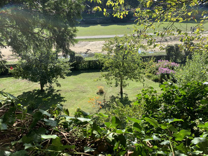 Blick von der Stadtmauer auf den Garten, die Aa und die Westerholtsche Wiese