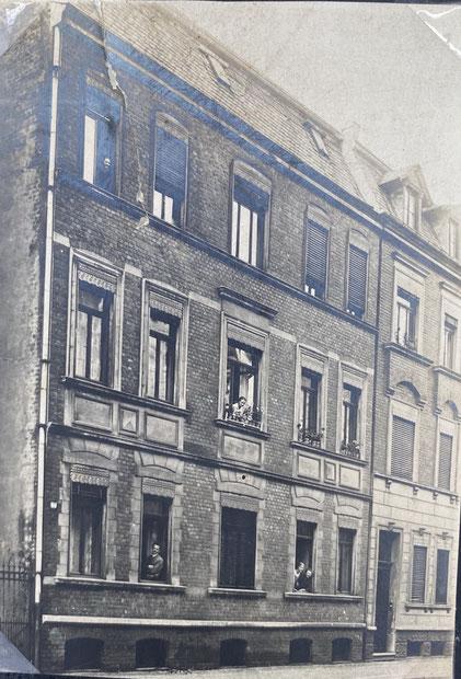 Friedrich-Ebert-Straße 69 ?