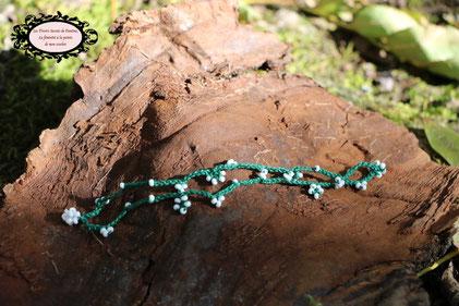 fin bracelet crocheté à la main, mélange de coton vert et perles de rocaille blanche de 16,5 cm