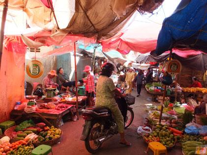シュムリアップの市場。(プサルー)