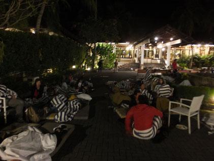 ロンボク島地震の夜、ホテル宿泊者たちの様子