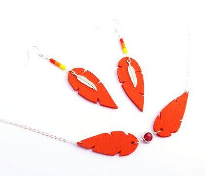 création bijoux, bijoux créateur, bijoux cuir, collier cuir, collier plumes, sarayana, collier rouge, plumes cuir, collier plumes cuir, bijoux fait main