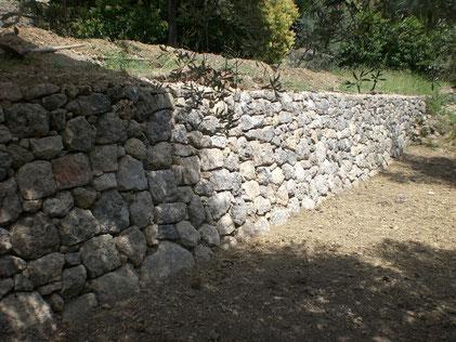 restanque-mur-pierre-seche-restaure-repare-rastauration-var-83-thoronet