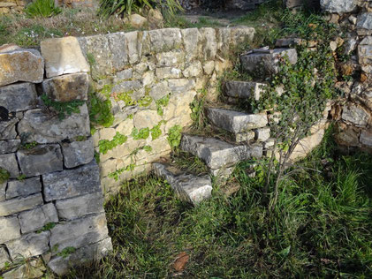 old-staircase-restoration-var-cotignac-dry-stone-wall-repairing