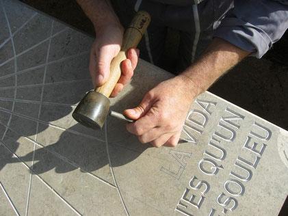 gravure-cadran-solaire-pierre-main-thoronet-cadrans-solaires-vente-achat