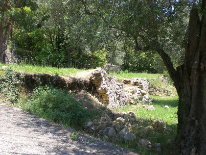 damaged-stone-wall-var-83