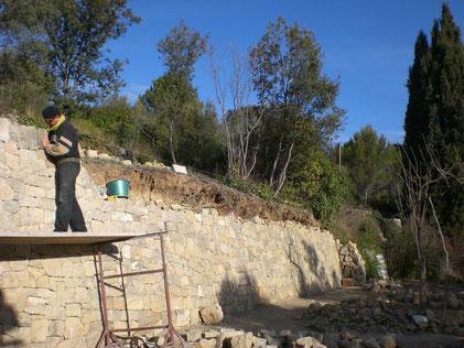 restanque-mur-pierre-seche-restauration-couronnement-reparation-var-83-pierres-seches-mur-cotignac