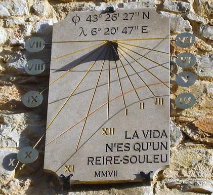 dial-sundial-sundials-engraving-tools-stone-thoronet-hand