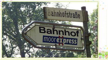 Moorexpress Bahnhof in Deinse: N53.53168° E009.44284°