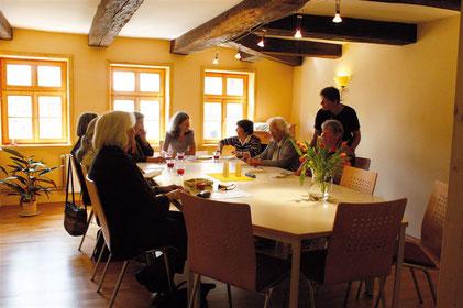 Bürgerraum für 12-15 Personen in Witzenhausen kann man für Seminare oder Begegnung stunden- oder tageweise mieten.