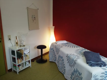 Massage-Liege Beratung Behandlung