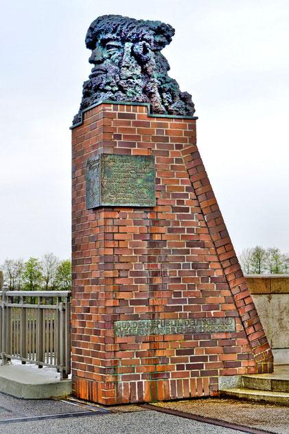 Weserwehr und Schleuse 9