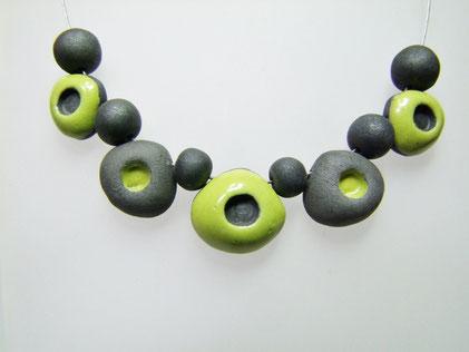 collier noir et vert ceramique raku