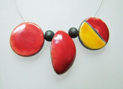 Bijou contemporain artisanal en céramique raku