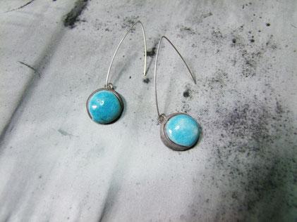 boucles d'oreillesen céramique raku bleues