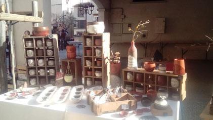 stand ceramique marché de potiers dans le gard
