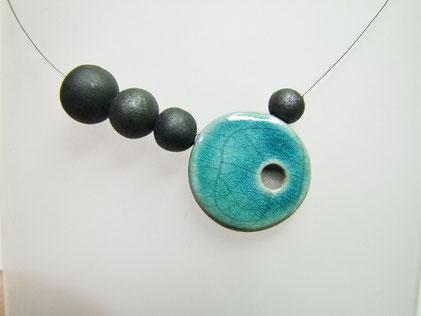collier artisanal ceramique raku bleu