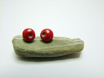 puces d'oreilles rouge en céramique raku