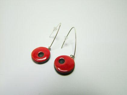 boucles d'oreilles en ceramique raku rouges et noires