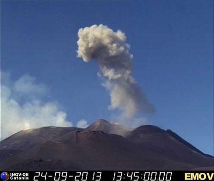 La forte esplosione delle 15:43 del 24 settembre 2013 ripresa dalla webcam dell'INGV-OE