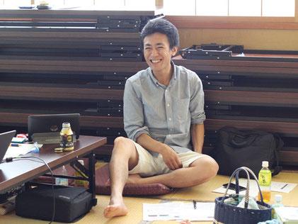 今期初参加の尾野塾長。先日掲載された「朝日新聞」の記事の話も。