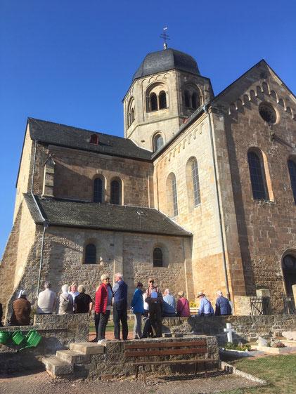 Kloster Sponheim (Bild) im vorderen Hunsrück und die nahe gelegene Burgruine Sponheim mit dem mächtigen Bergfried bildeten die abschließenden Besichtigungspunkte der ganztägigen Exkursion.