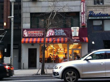 ドーナッツもアイスクリームもユダヤの戒律にのっとってKosherです、というユダヤ教徒にとって安心のサインが見えます。